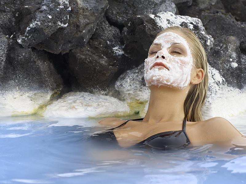 DEN BLÅ LAGUNE OG SPA PÅ ISLAND_Nyt opplevelsen i Den Blå Lagune © Din Islandsreise