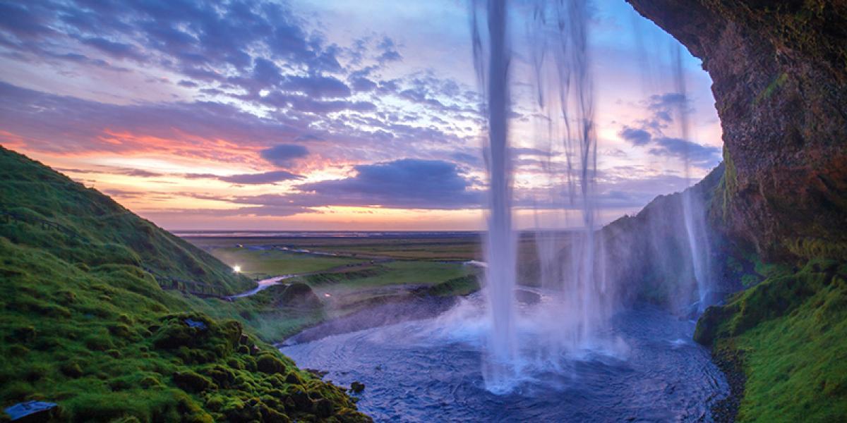 Bilferie på Island_Bilferien Det beste av Sør og Vest Island_Sør Vest_Vakre Seljalandsfoss i kveldssol © Din Islandsreise