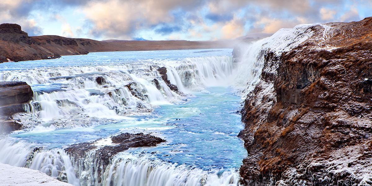 BILFERIE PÅ ISLAND_Kjør til en islandsk Geysir_Den imponerende Gullfoss på Island © Din Islandsreise
