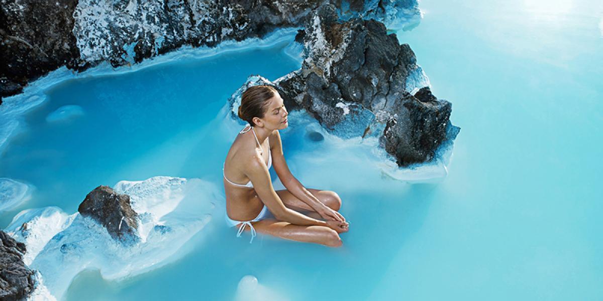 DEN BLÅ LAGUNE OG SPA PÅ ISLAND_Nyte Den Blå Lagune © Din Islandsreise