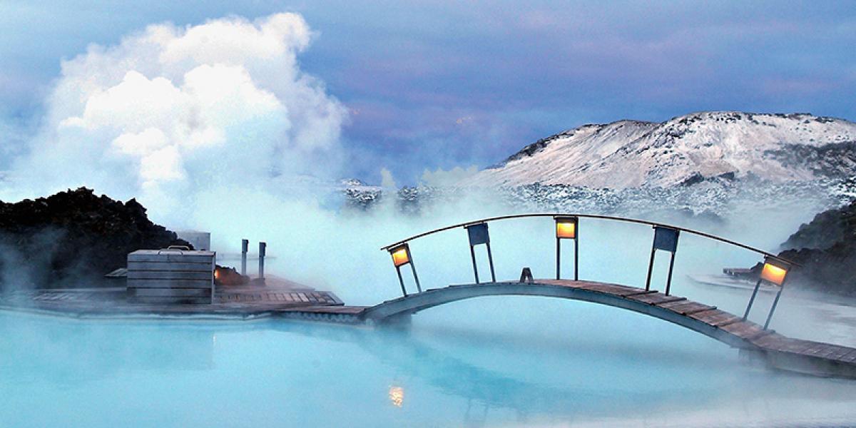 JUL OG NYTTÅR PÅ ISLAND_Juletur til Island_Den Blå Lagune på vinterstid © Din Islandsreise