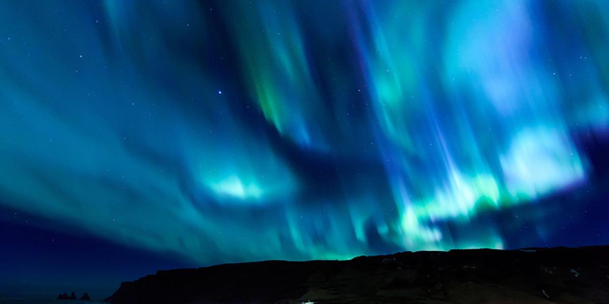 JUL OG NYTTÅR PÅ ISLAND_Nyttårsaften på Island_Opplev nordlyset på våre nyttårsturer til Island © Din Islandsreise