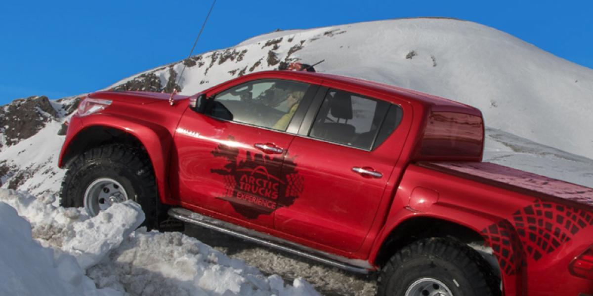 SUPER JEEP TURER PÅ ISLAND_Self Drive Super Jeep på Island_Landmannalaugar_Isbrekjøring med Super Jeep på Island © Din Islandsreise