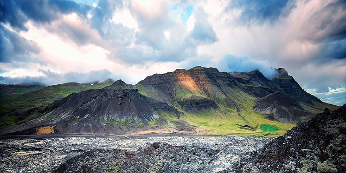 SUPER JEEP TURER PÅ ISLAND_Super Jeep kjøring på Island_Thorsmork_Store lavafelt på Island © Din Islandsreise