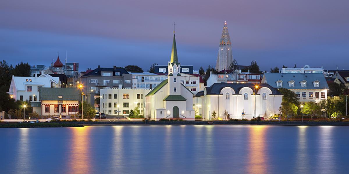 WEEKENDTUR TIL ISLAND_Reykjavik med innsøen Tjörnen © Din Islandsreise
