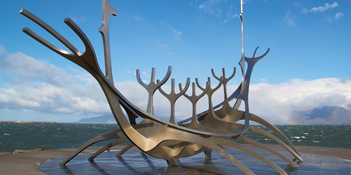WEEKENDTUR TIL Reykjavik_Vikingskip Reykjavik © Din Islandsreise