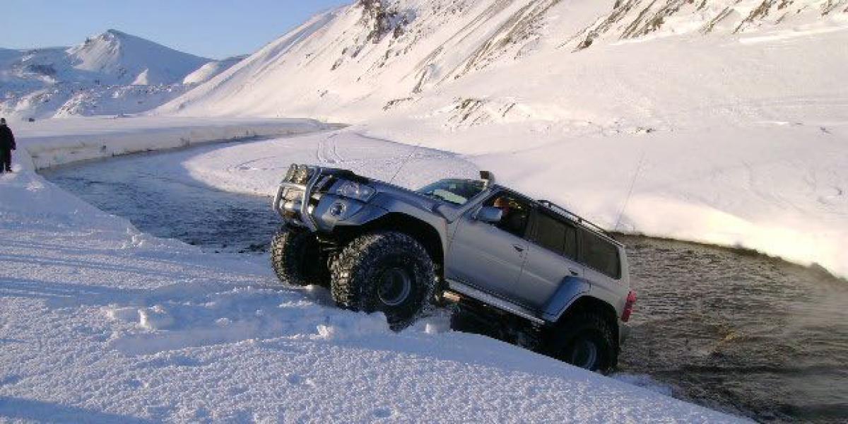 SUPER JEEP TURER PÅ ISLAND_Guidet Super Jeep tur på Island_Aktion med Super Jeep på Island © Din Islandsreise